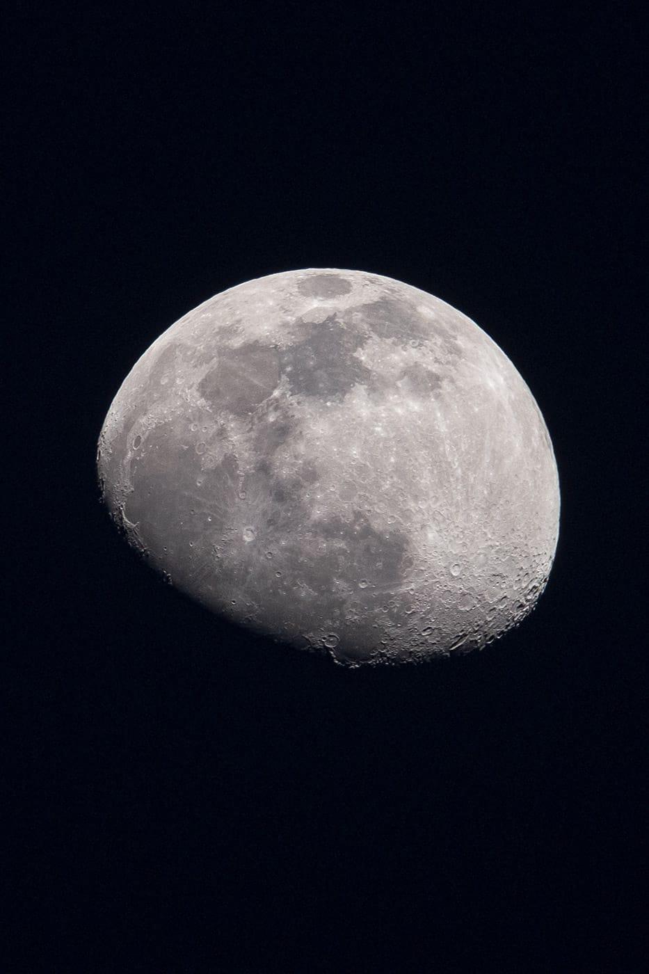 photo de la lune en montagne