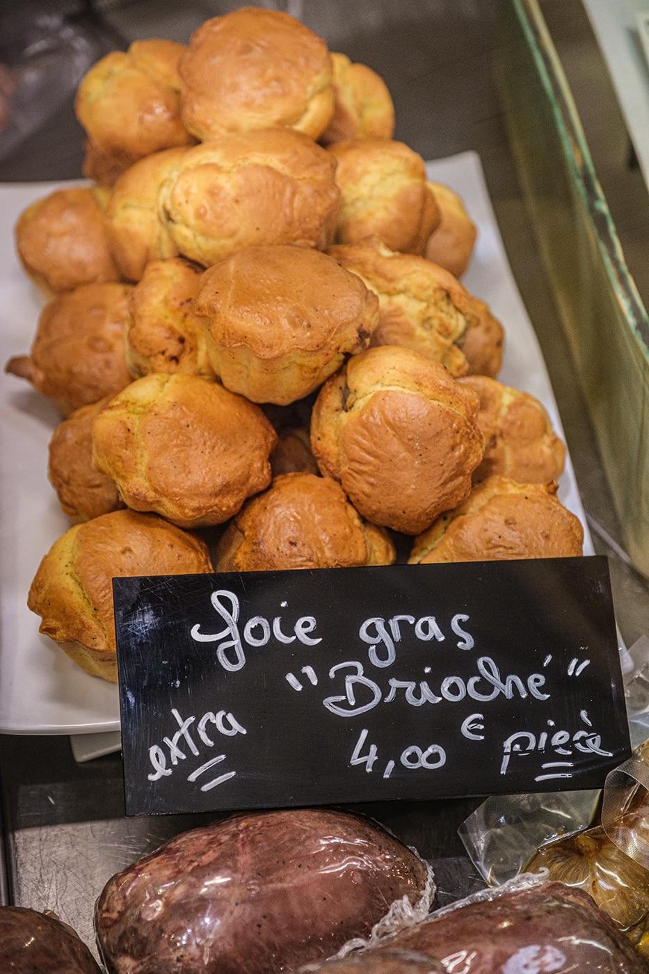 Produits régionaux du Périgord au marché couvert de Sarlat