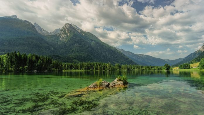 amazing lakes in the world