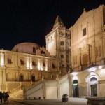 Rue principale de Noto la nuit