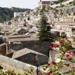 Ragusa, maisons accrochées à flancs de colline