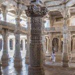 inde-rajasthan-ranakpur-piliers de marbre blanc