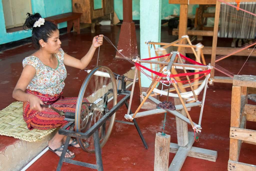 Guatemala - San Juan de l a Laguna - machine à échevaux