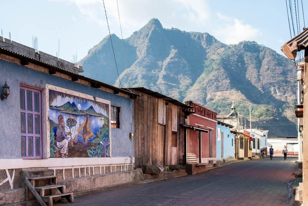Guatemala- San Juan de la Laguna - Colline au visage maya