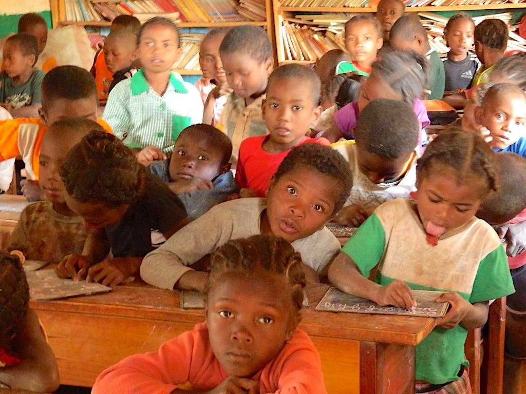 Madagascar - village de Tsaranoro, nous visitons aussi l'école et le dispensaire médical