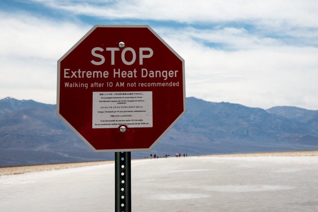 Panneau d'avertissement contre la chaleur à Bad Water