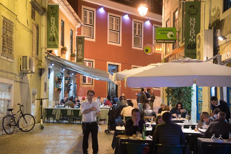 Lisbonne - les lisboètes s'appropient la rue