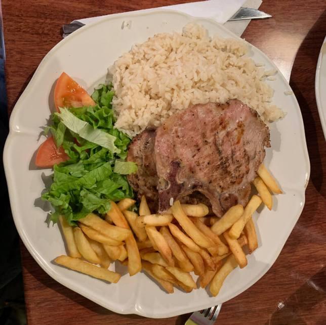 Lisbonne - Alfama, un plat de morue pour quelques euros