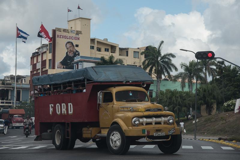 Cuba- Santiago, transport scolaire