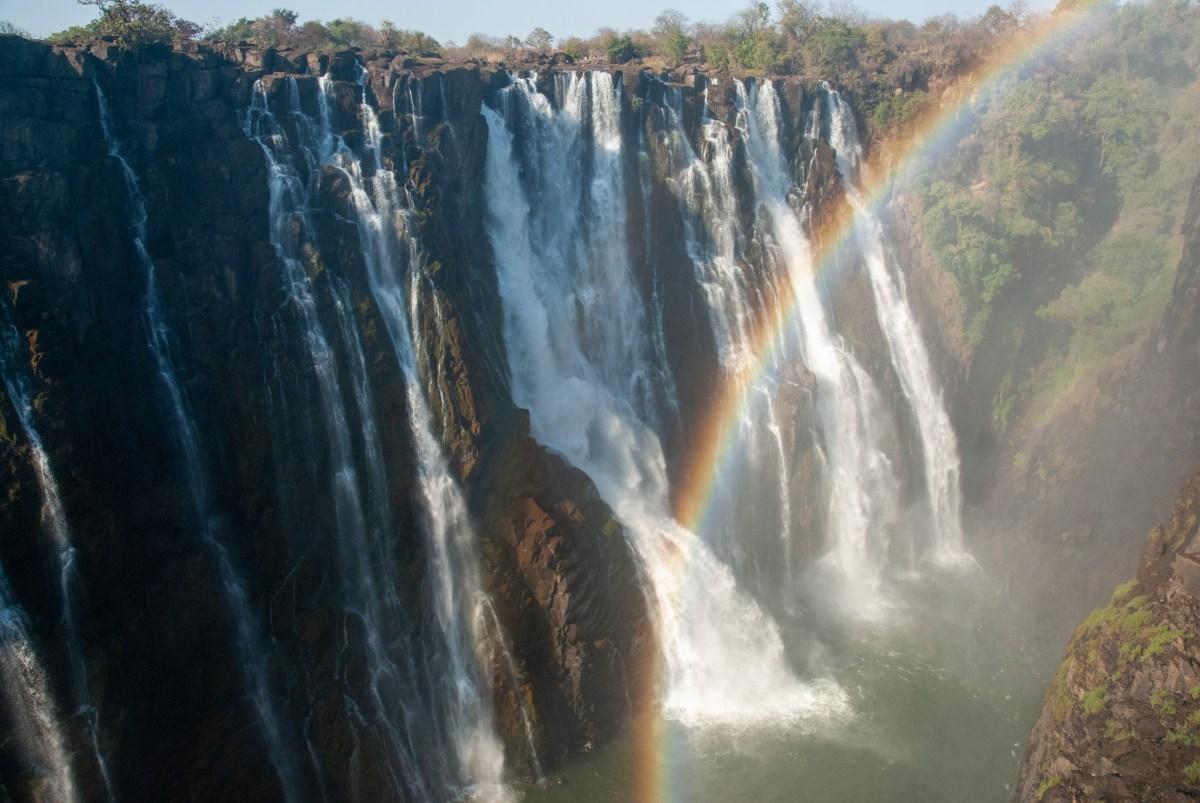 Afrique australe - Zambie, arc-en-ciel devant les chutes du Zambèze