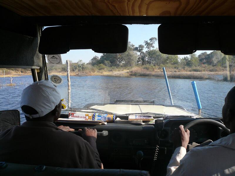 Afrique australe, Botswana - Traversée du gué d'entrée dans le delta de l'Okavango