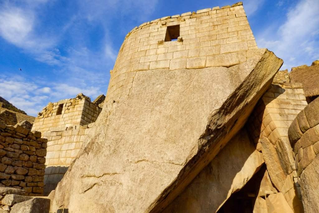 Pérou, Machu Picchu - Grotte sous le temple du soleil au Machu Picchu
