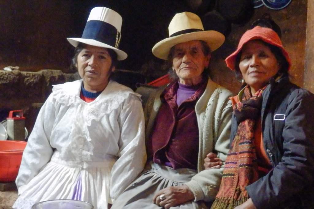 Pérou, Vallée sacrée - Maras, chez nos hôtes, dégustation de bière de maïs