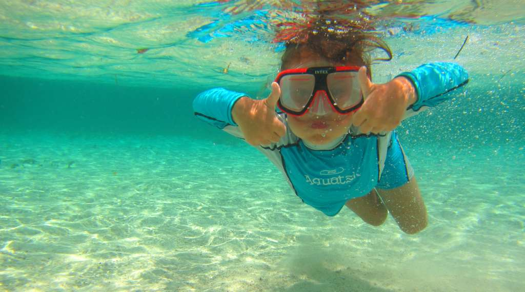 The underwater visibility in San Blas, Panama gets two thumbs-up