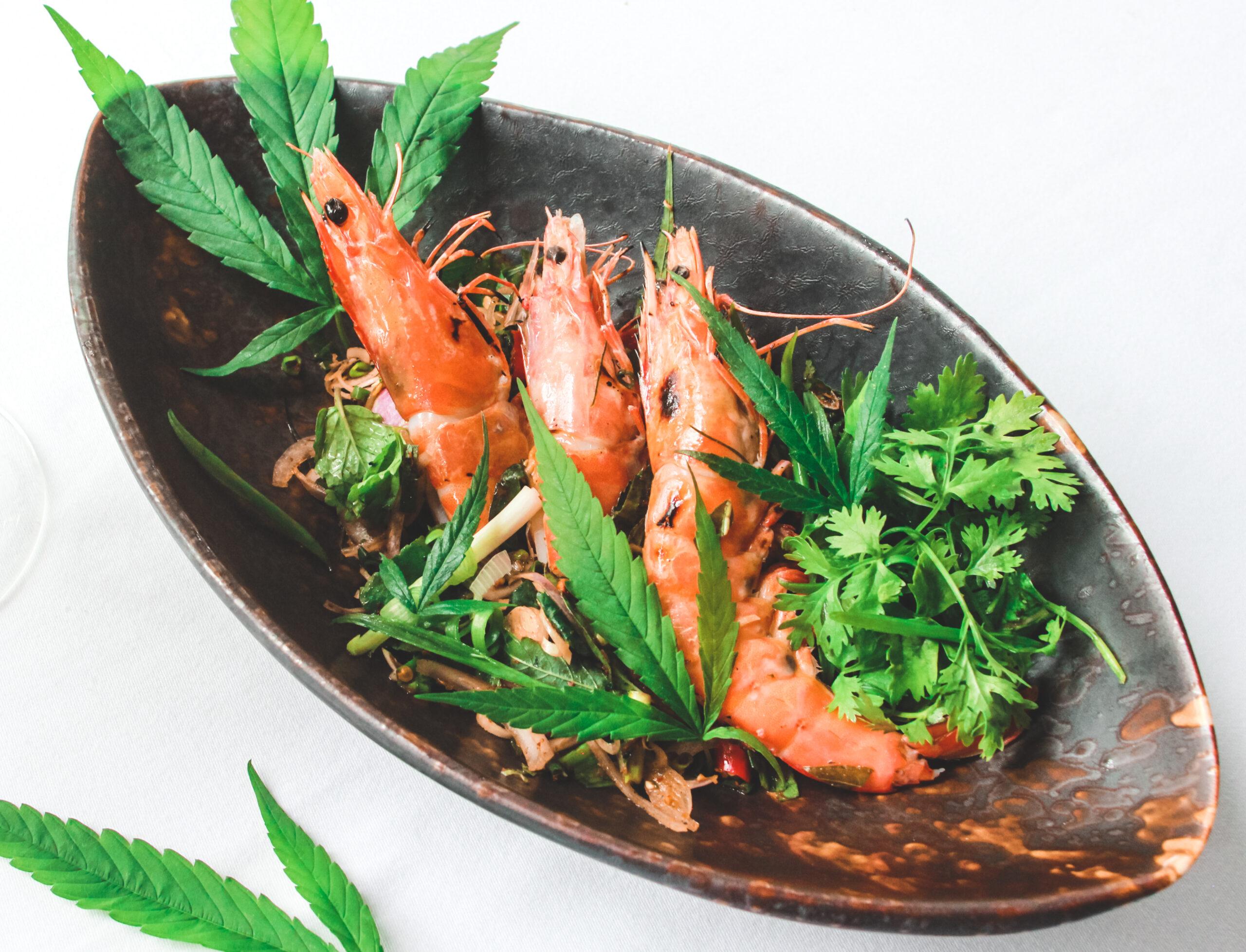 Spicy Grilled Prawn with Traditional Thai Herbs and Cannabis scaled Cozinha verde: restaurante tailandês cria menu com infusão de cannabis