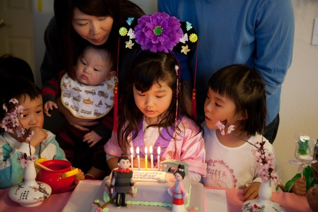 Cutting the Mulan cake with her friends