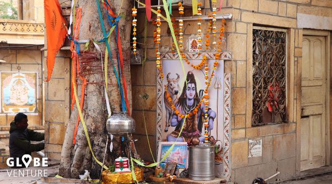 Shiva Schrein an einer Straßenecke in Jaisalmer