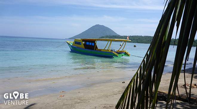 Strand Bunaken Boot Vulkan