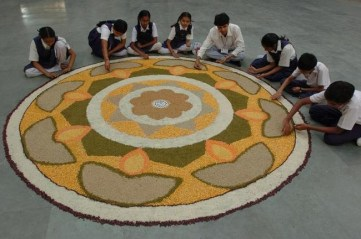 Rangoli-Kolam-Hindu-Woman-Drawing-India (2)