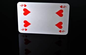Qual é o significado da carta do Tarô Quatro de Copas?