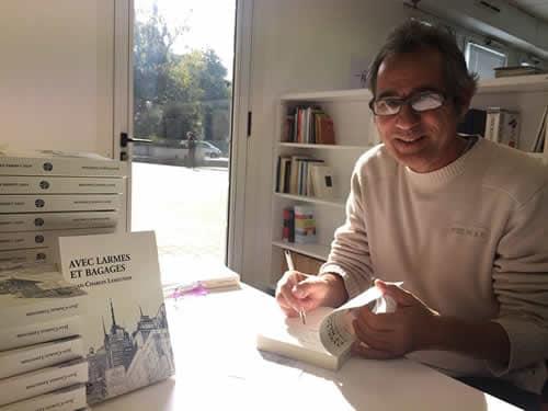 Jean-Charles Lemeunier en pleine signature de son livre