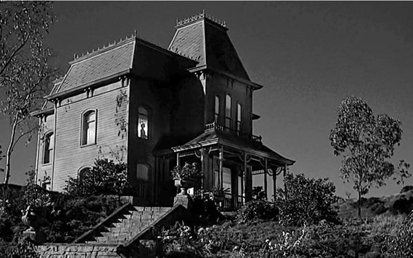 Alfred Hitchcock et la maison du crime