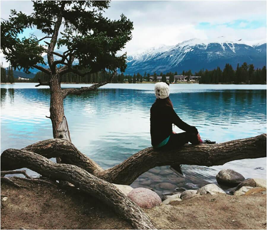 Canada Parks Guide : lake in Jasper National Park