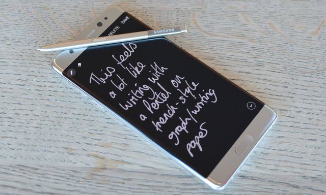 Writing short notes while the screen is off is very handy as a digital post-it note.