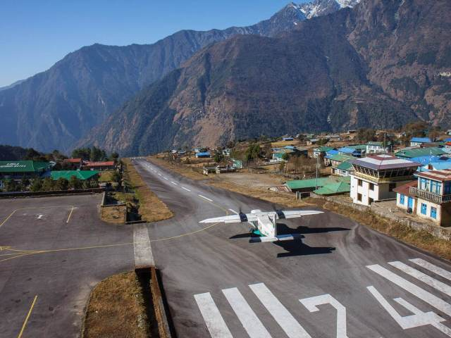 Departing from Lukla's miniature airport © Indrik myneur / CC by 2.0