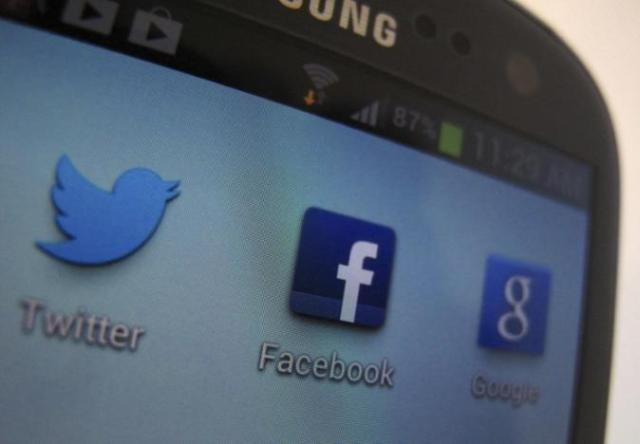 A Facebook icon is shown on a Samsung Galaxy III mobile phone in this photo illustration in Encinitas, California, January 30, 2013.  REUTERS/Mike Blake