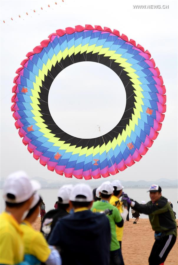 Participants fly kites during a kite fair in Qinzhou, south China's Guangxi Zhuang Autonomous Region, Dec. 3, 2016. Kites-flying fans from China and abroad took part in the fair on Saturday.
