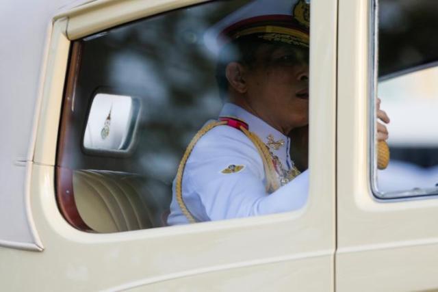 Thailand Crown Prince Maha Vajiralongkorn arrives at the Grand Palace in Bangkok, Thailand, December 1, 2016. REUTERS/Jorge Silva