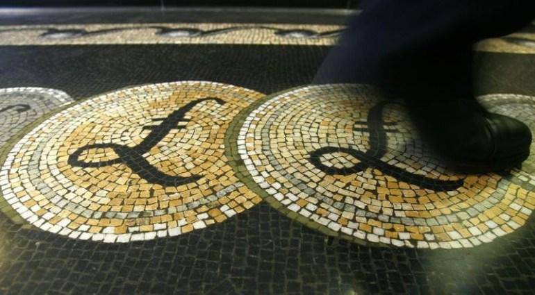 © Reuters.  Pound inches higher despite U.K. GDP data