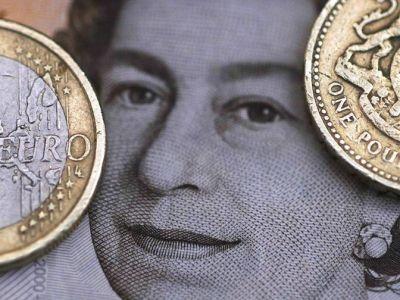 فوركس- الباوند يتراجع بعد تلميحات بنك انجلترا حول المزيد من تخفيض سعر الفائدة مستقبلا بواسطة Investing.com