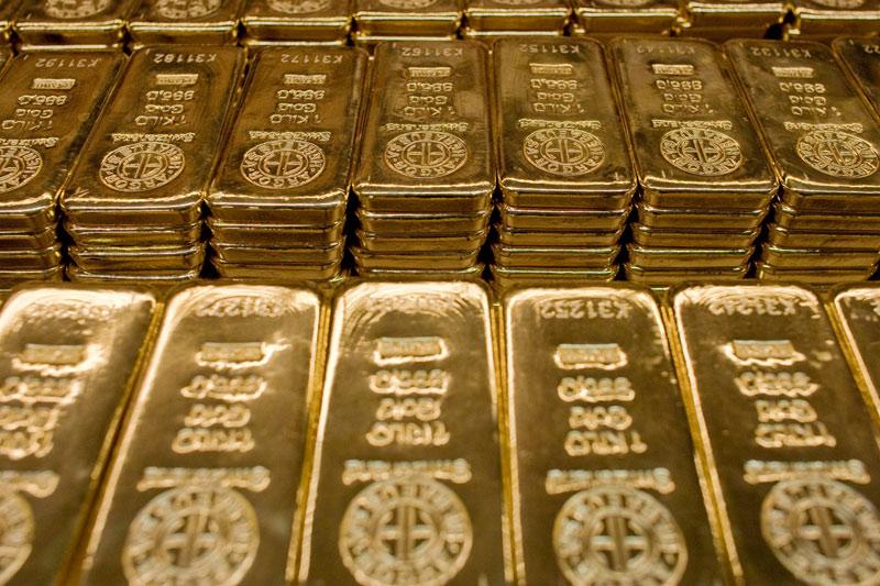 Gold falls on bearish views