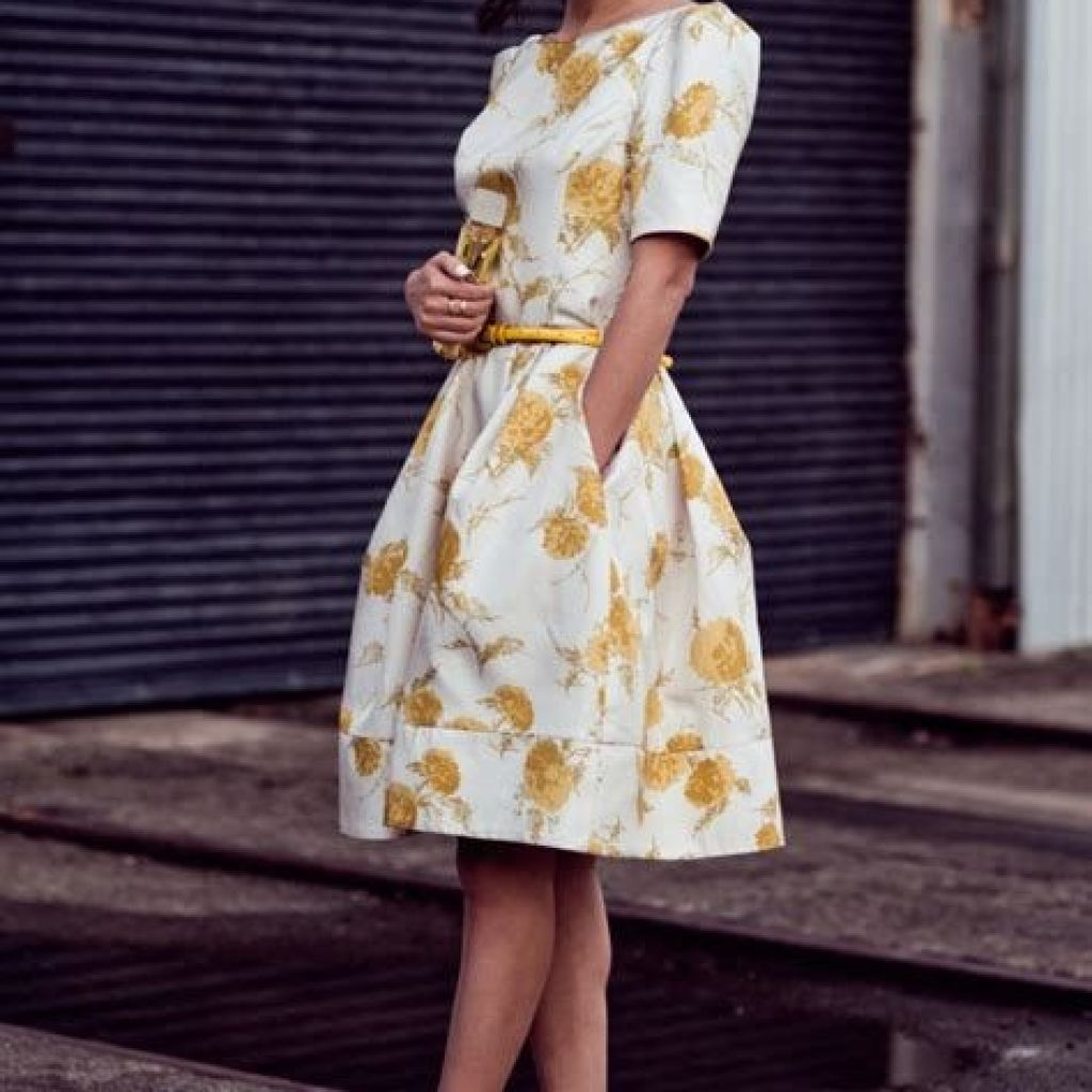 Adorable Fall Wedding Guest Outfits Ideas 25