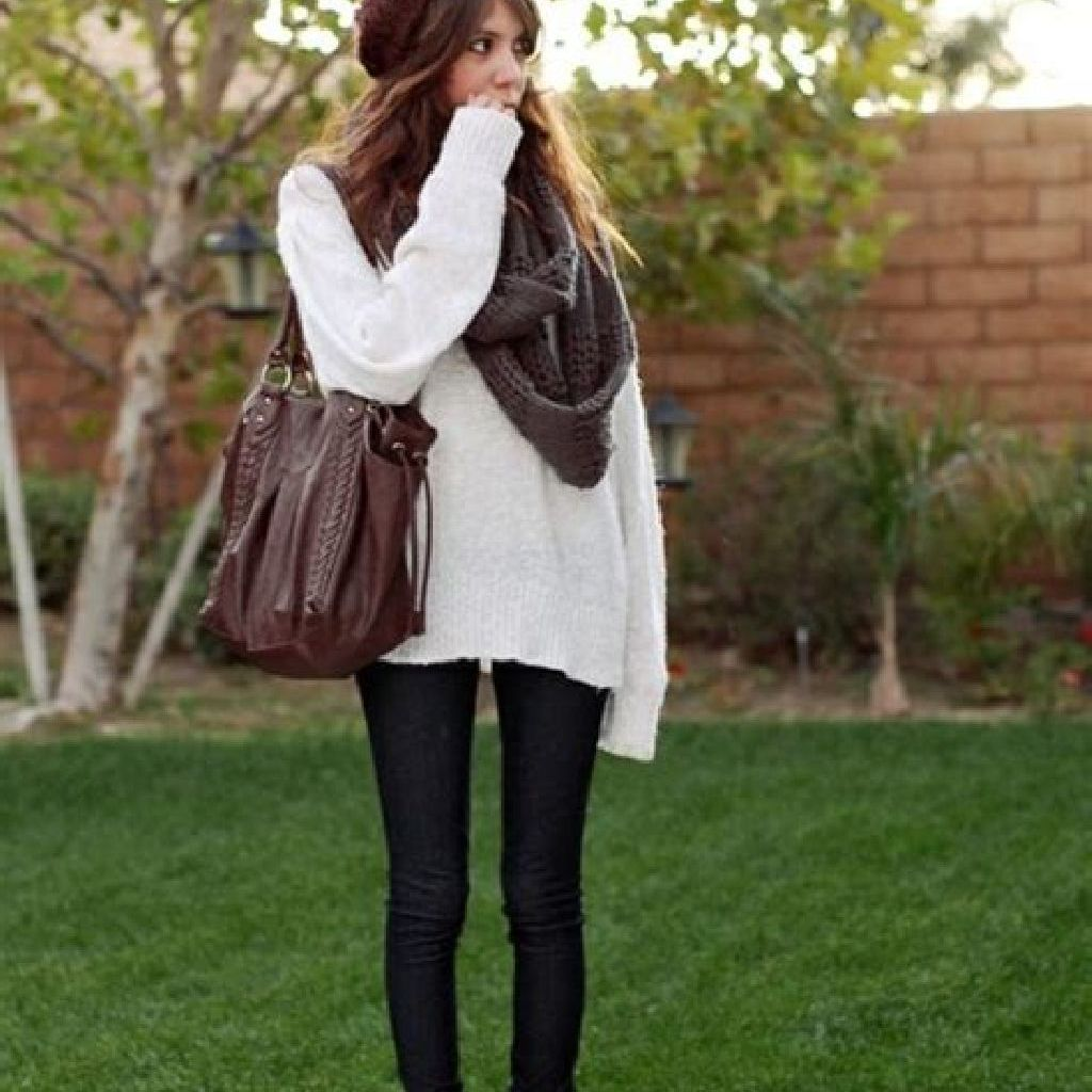 Adorable Sweater Style Ideas For Your Fall Season 17