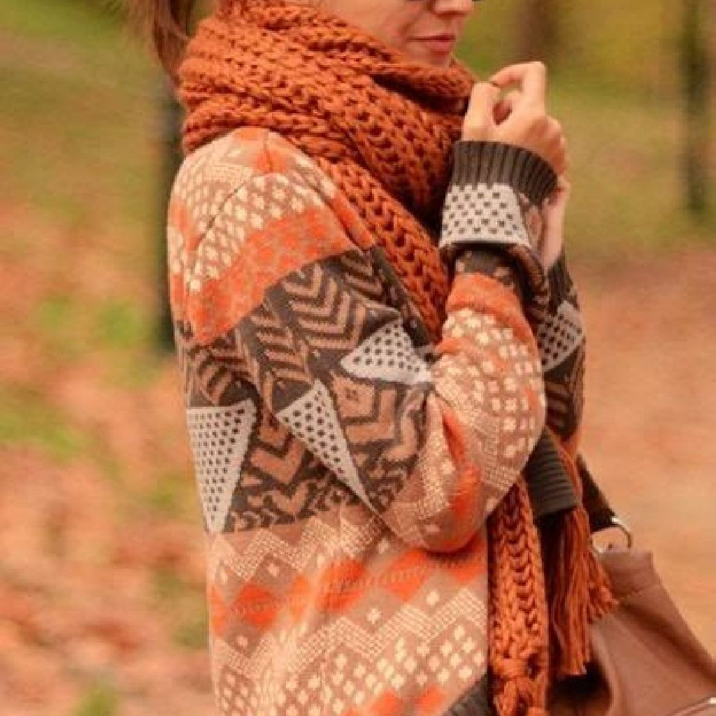 Adorable Sweater Style Ideas For Your Fall Season 27