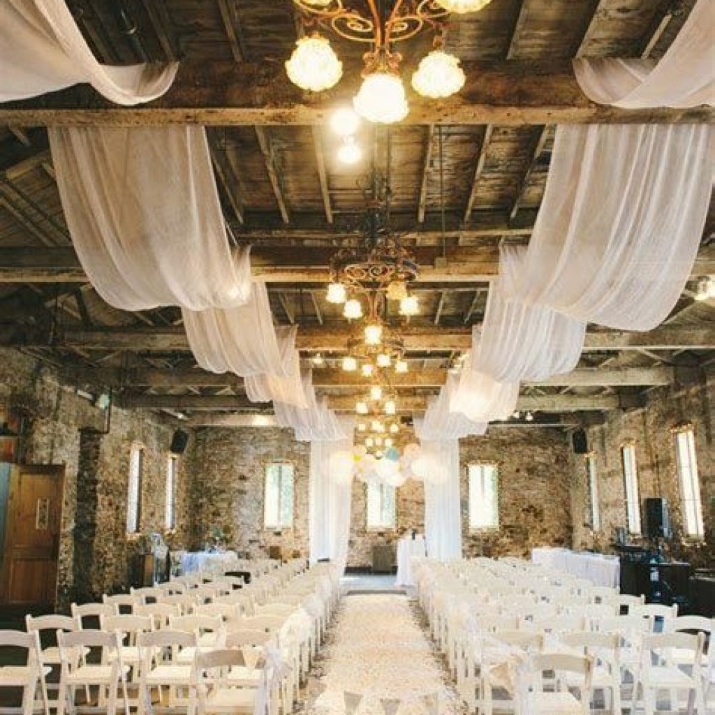 Romantic Rustic Wedding Decor Ideas 01