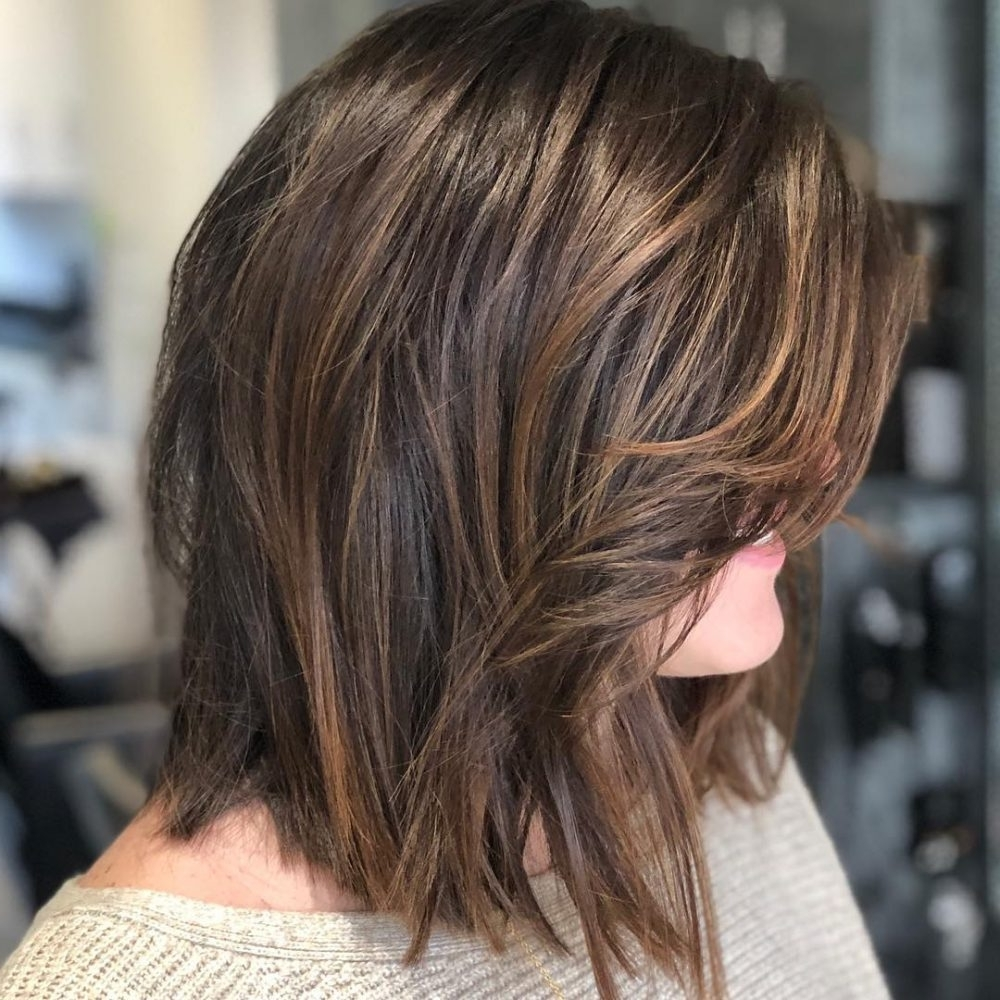 19 Flattering Medium Hairstyles For Round Faces In 2021 30+ Stylish Medium Hairstyles With Bangs And Layers For Round Faces