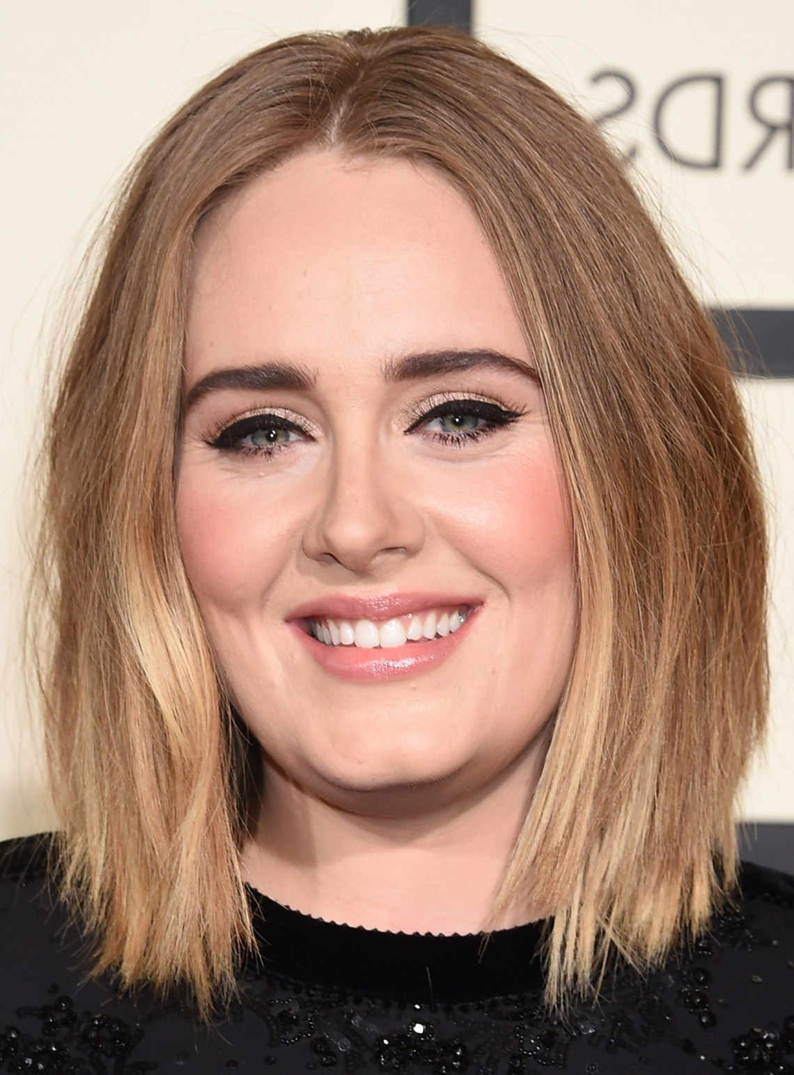 28 Best Hairstyles For Round Faces Round Face Layered Low Maintenance Medium Length Hairstyles