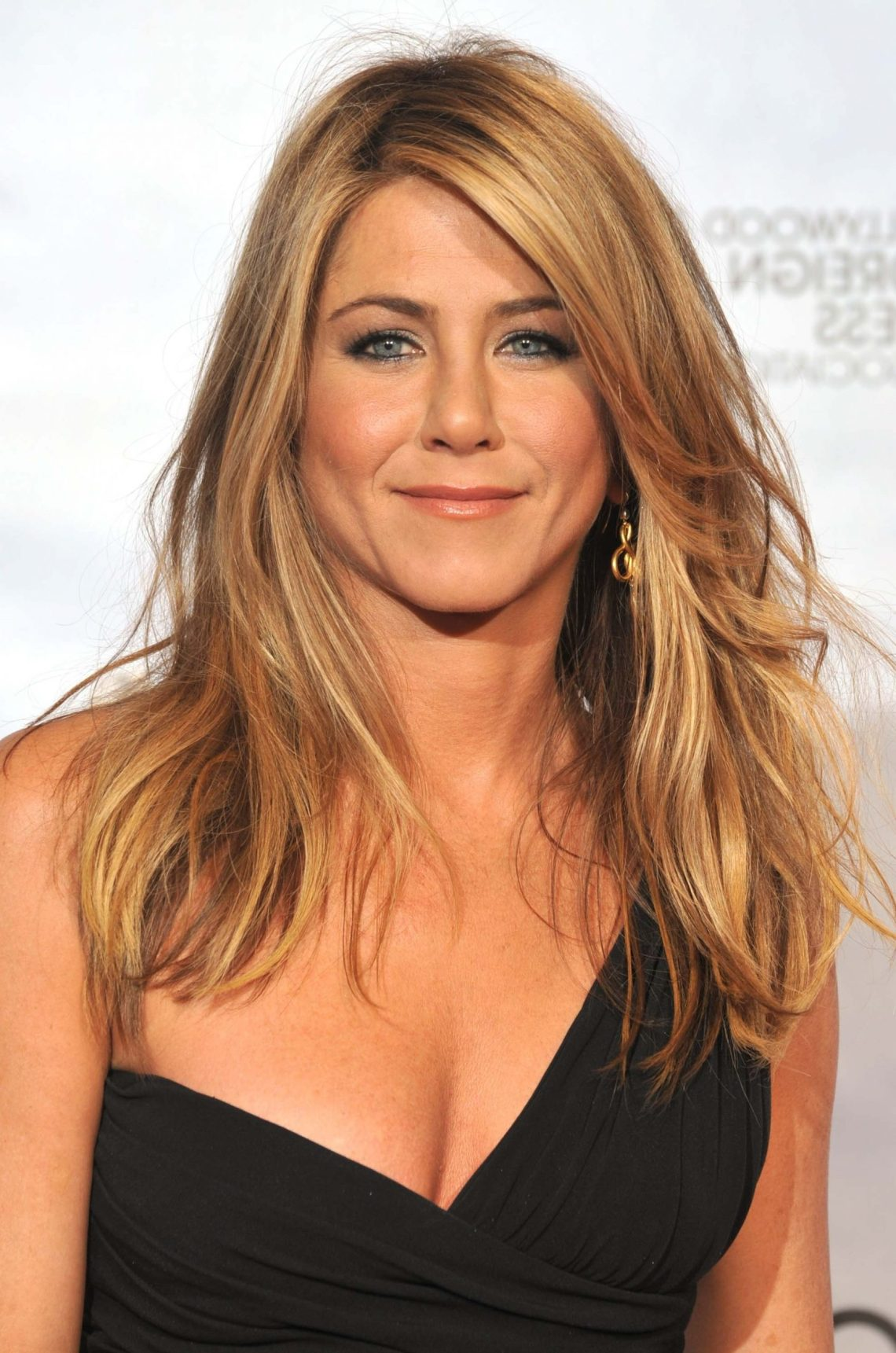 30 Must Try Hairstyles For Women Over 40 | Haircut Inspiration Medium Length Blonde Hairstyles For Over 50
