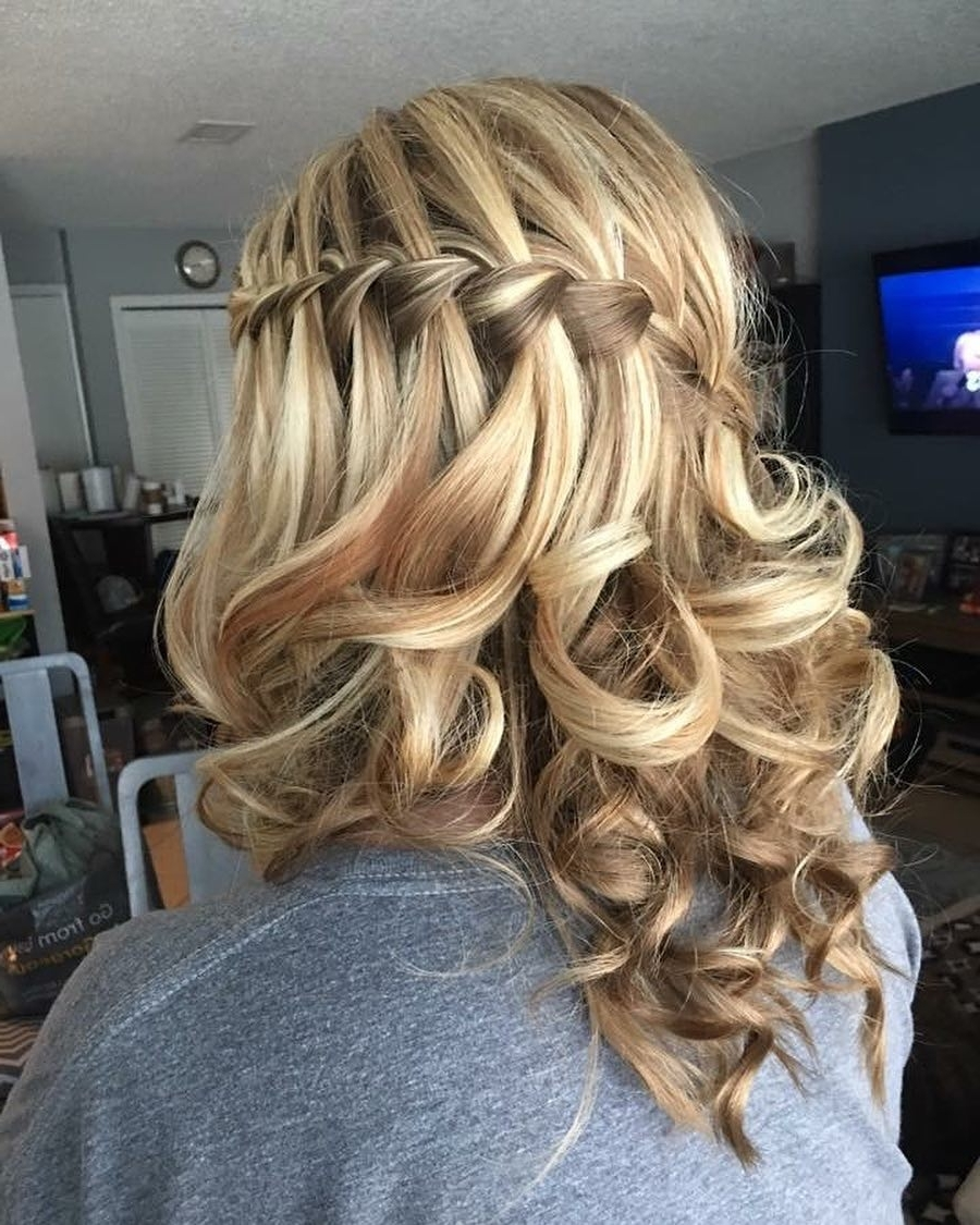 32 Cutest Prom Hairstyles For Medium Length Hair For 2021 20+ Stylish Beautiful Prom Hairstyles For Medium Length Hair
