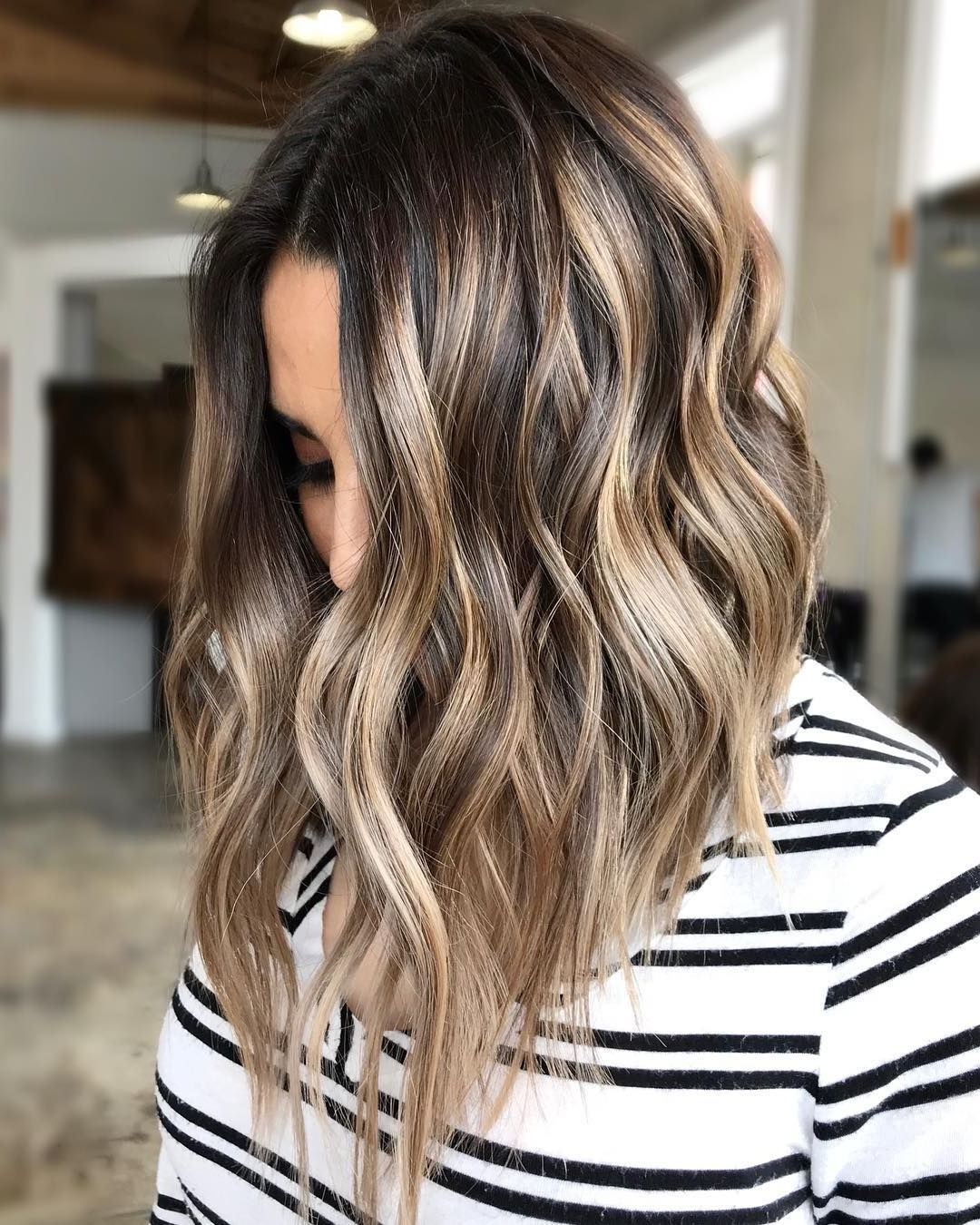 Flattering Shoulder Length Wavy Hairstyles For Women, Female 2020 Women'S Medium Hairstyles