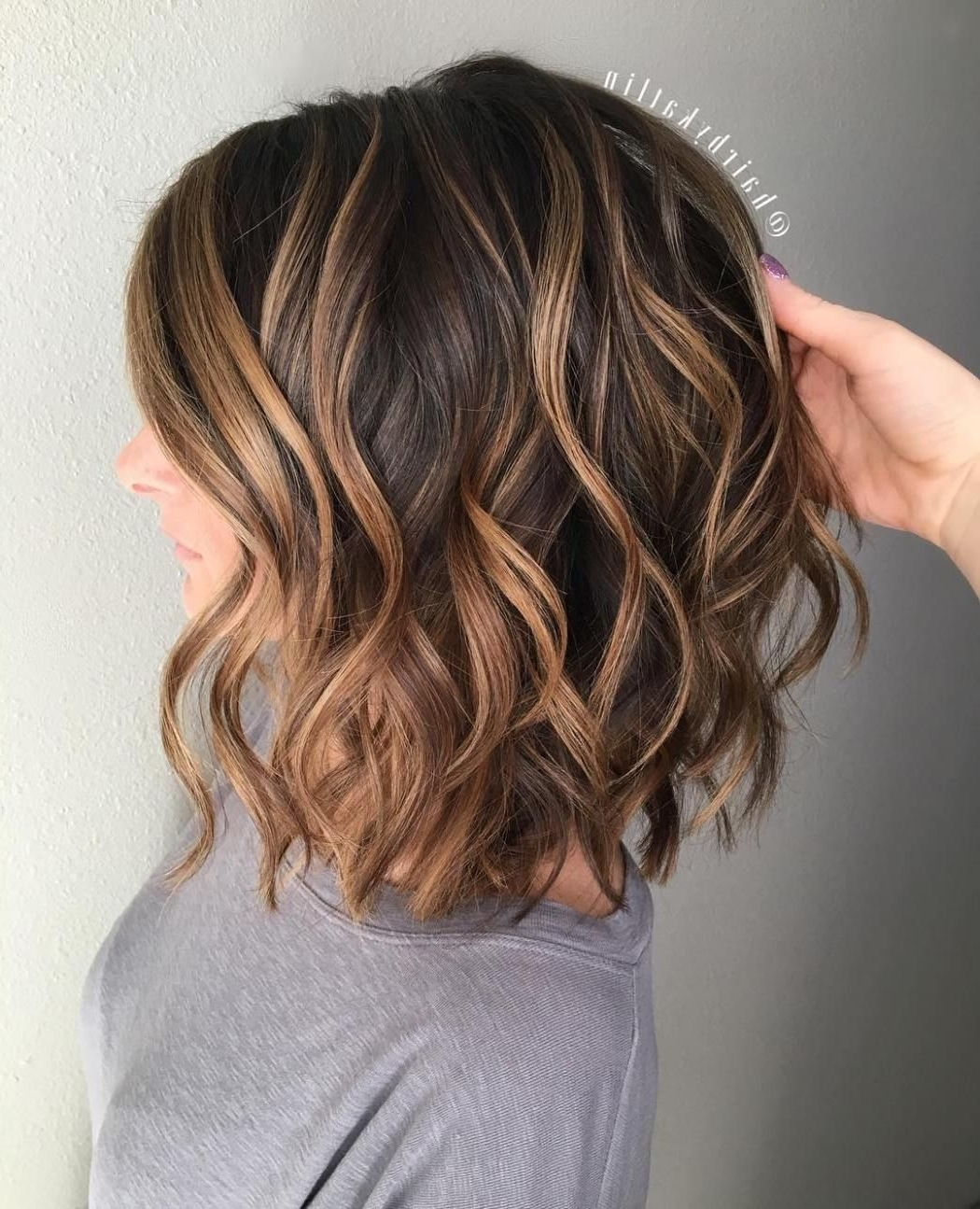 Image Result For Caramel Highlights On Dark Brown Curly Hair Highlighted Medium Length Hairstyles