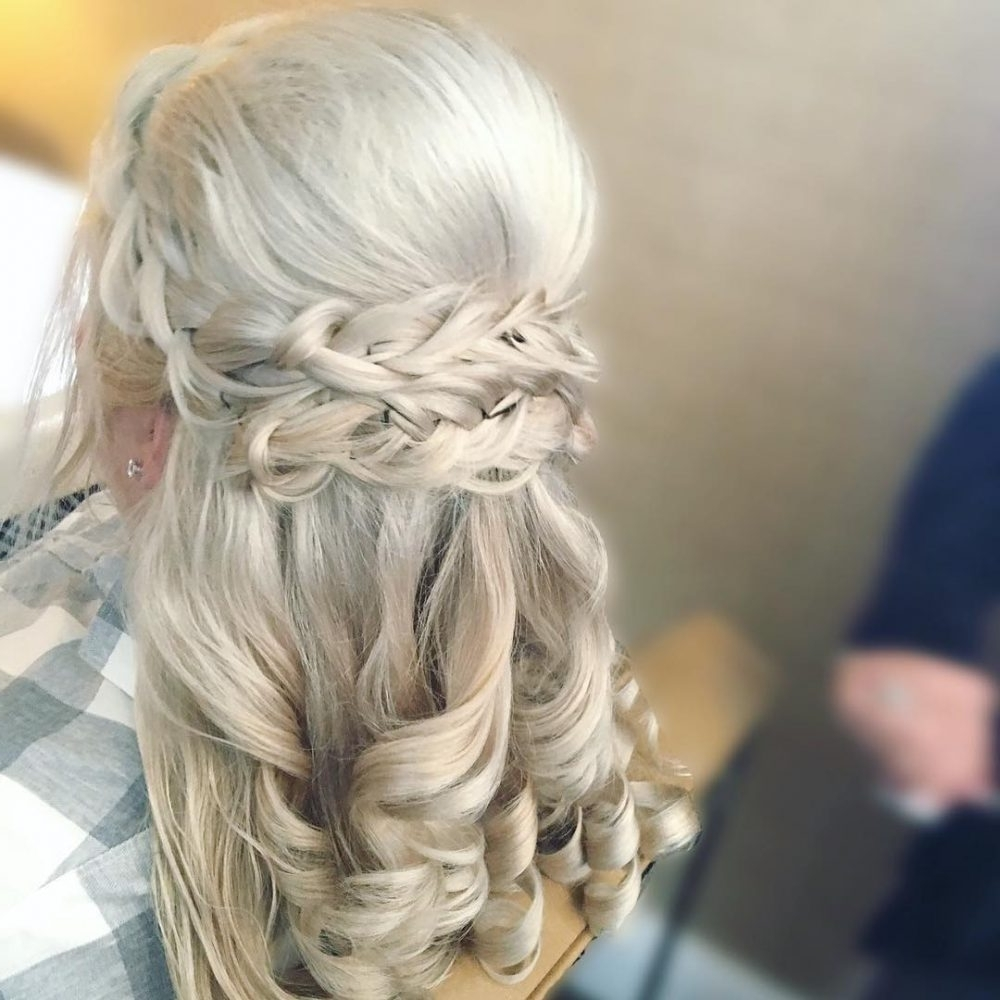 Mother Of The Bride Hairstyles: 26 Elegant Looks For 2021 Medium Length Hair Hairstyles With Fascinators