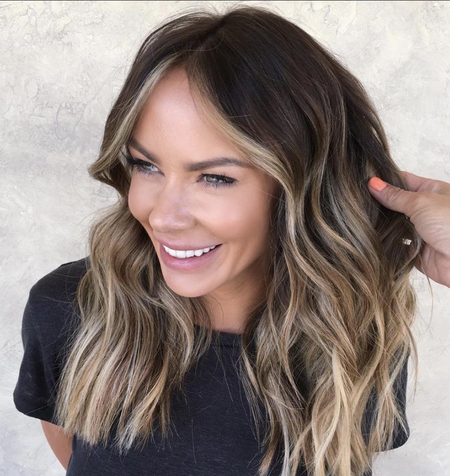 The Most Flattering Medium Length Brown Hairstyles To Try In 20+ Adorable Medium Haircuts Low Maintenance 2020 Hairstyles