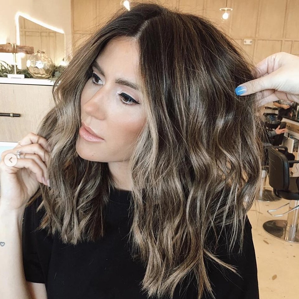 The Most Flattering Medium Length Brown Hairstyles To Try In Medium Haircuts Low Maintenance 2020 Hairstyles
