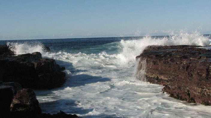 fingers in the kiama ocean
