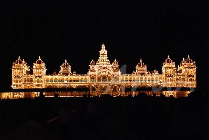 Mysore palace illuminated for Dussera